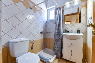 bungalow ionis bathroom
