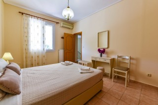 bungalow ionis double bedroom