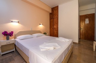 double room ionis hotel bed