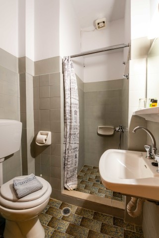 double room ionis hotel shower