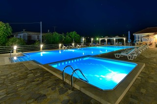 facilities ionis hotel pool