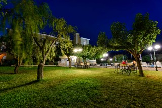 gallery ionis hotel night garden