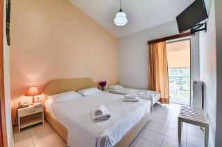 triple room ionis hotel